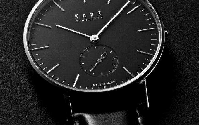 knotのオールブラック時計