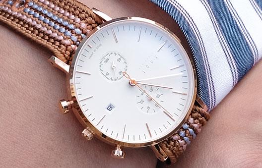 組紐が使われているknotの時計