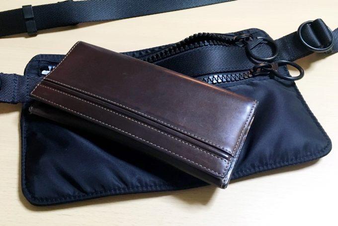 ユニクロユーのショルダーバッグと財布