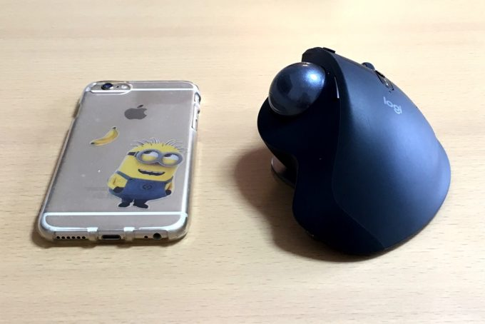 ロジクールのMX ERGO とiPhone6サイズ比較 横から