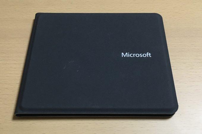 マイクロソフトのUniversal Foldable Keyboard 折りたたみ状態
