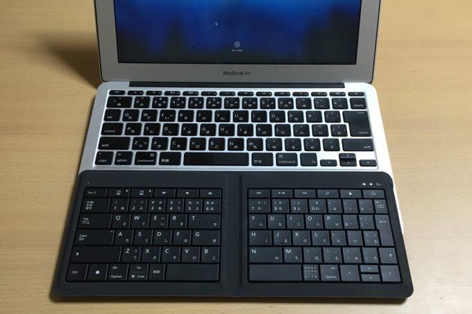 マイクロソフトのUniversal Foldable Keyboard MacBook Airとサイズ比較