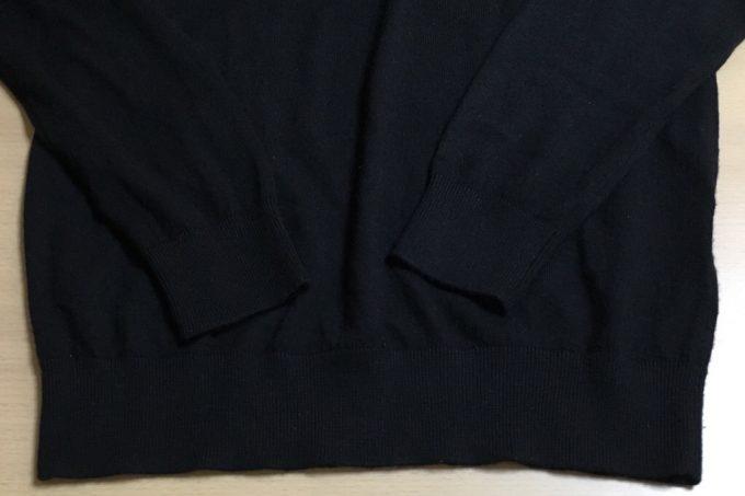 ユニクロユーのカシミア タートルネック黒 裾部分