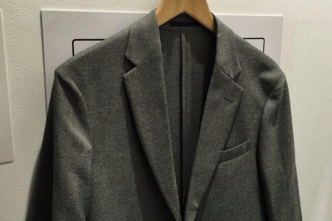 ユニクロの感動ジャケット グレー
