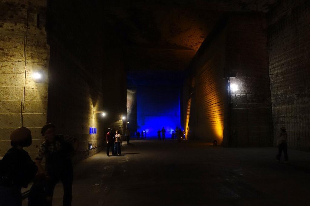 大谷資料館 カラフルにライトアップされた通路