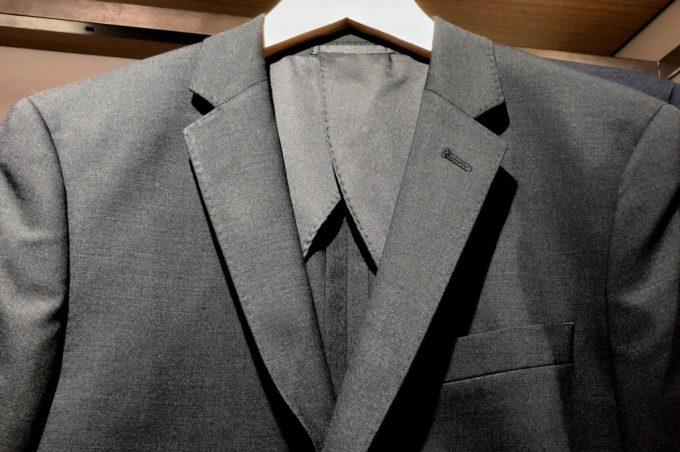 ユニクロのストレッチウールジャケット グレー