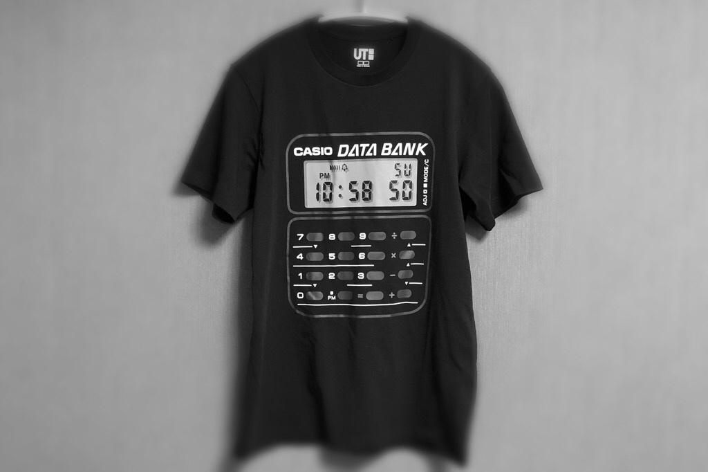 カシオのデジタル時計がプリントされたTシャツ