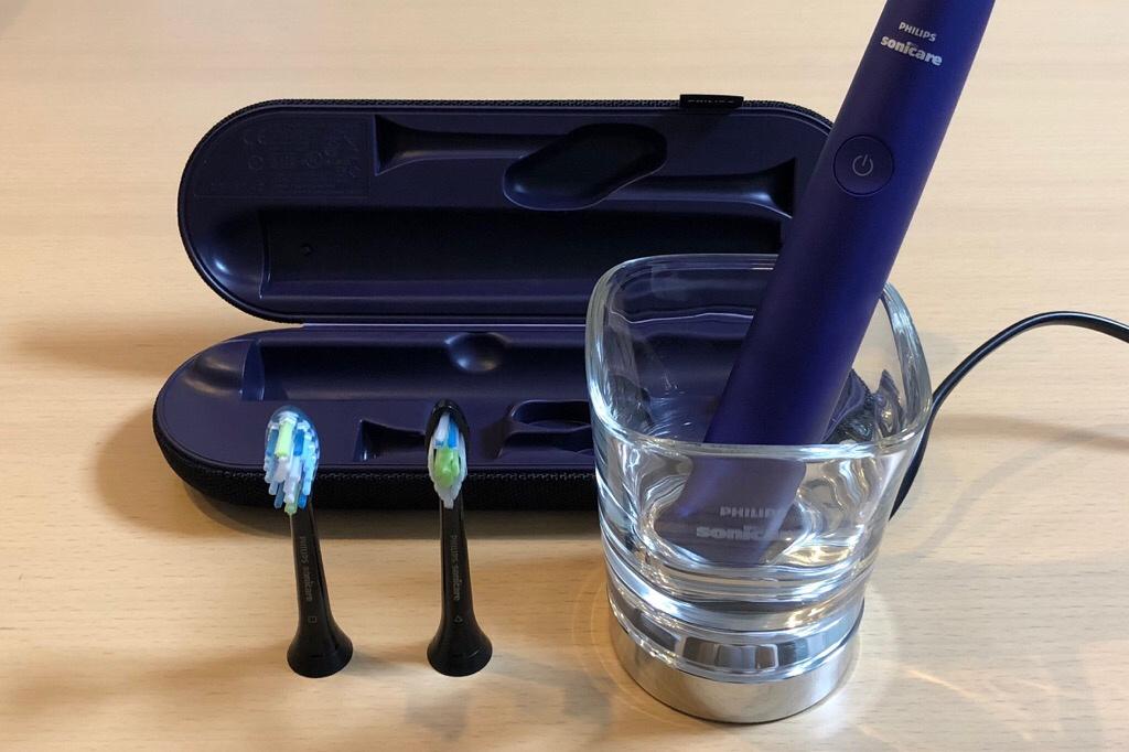 フィリップス「ソニッケアー ダイヤモンドクリーン」歯ブラシと充電器