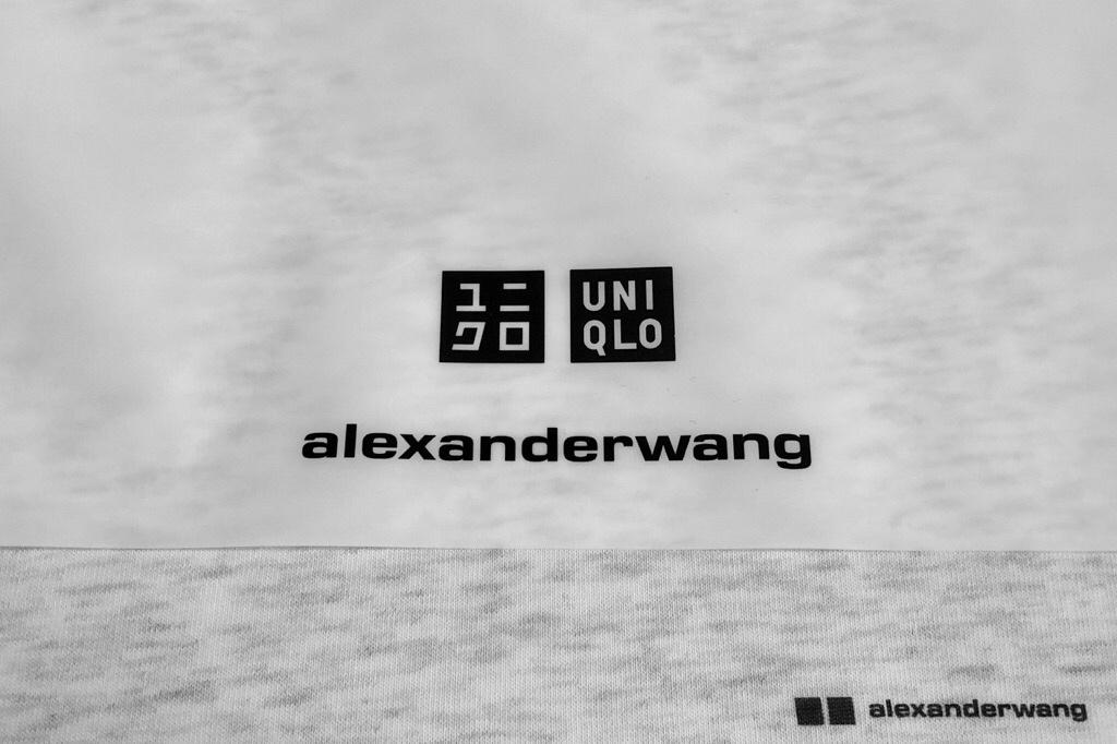 「ユニクロ×アレキサンダーワン」のロゴ