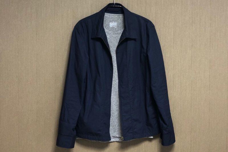 無印良品「吸汗速乾UVカット 半袖Tシャツ」とジャケットのコーディネート